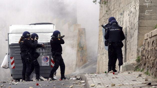 doce-heridos-disturbios-Melilla-policias_TINIMA20140111_0120_5