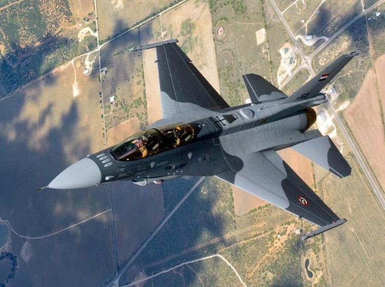El primer F-16D iraquí.
