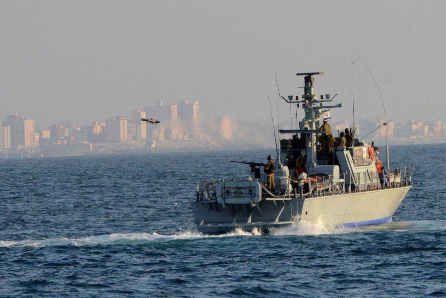 Patrullera Clase Shaldag de la armada israelí disparando un misil Spike