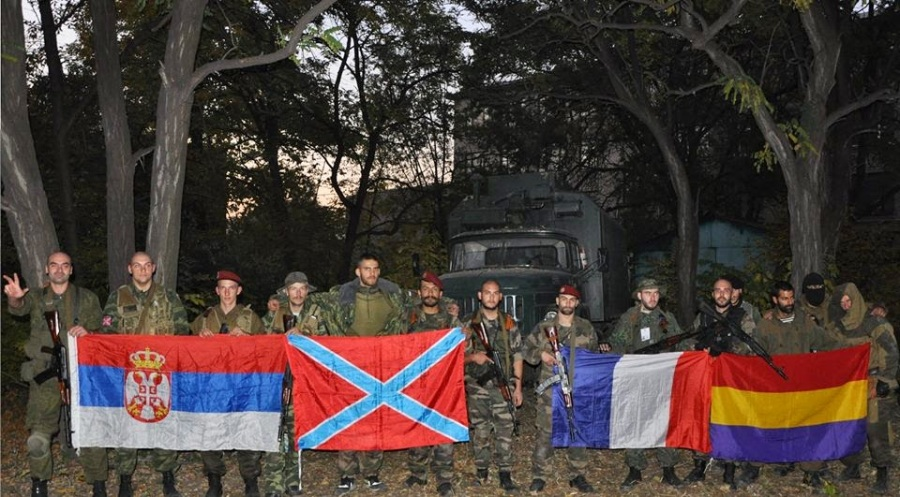 españoles en el donbas con fachas serbios y franceses