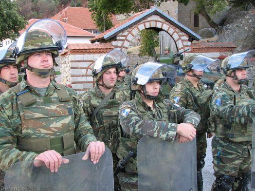 greeksoldiers-kosovo2