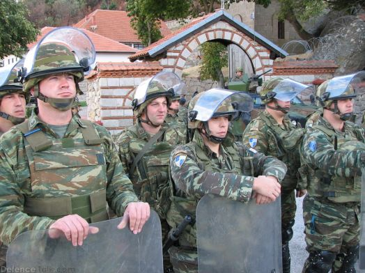 greeksoldiers-kosovo2