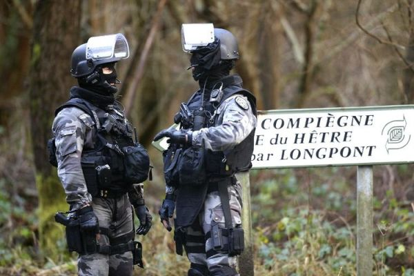 Policías en Longpont
