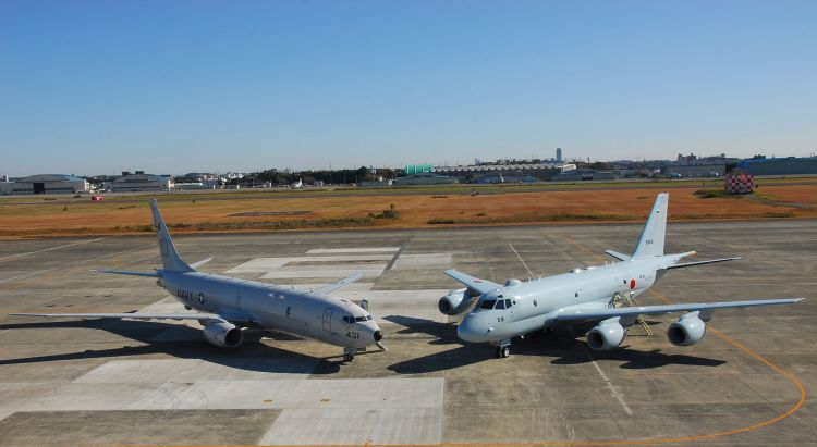 P-8A_of_VP-5_and_Japanese_Kawasaki_P-1_at_NAF_Atsugi_in_2014