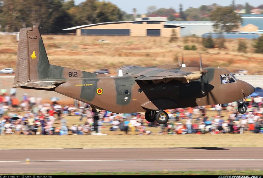 C212 Aviocar del 3º Escuadrón de la fuerza aérea de Zimbabwe en 2012