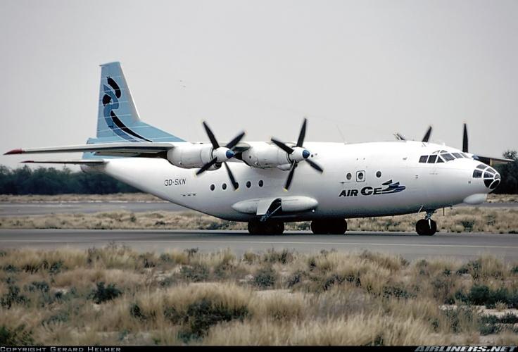 An-12 de Air Cess, empresa de Victor Bout registrada en Emiratos Árabes Unidos e implicada en el esfuerzo bélico ruandés.