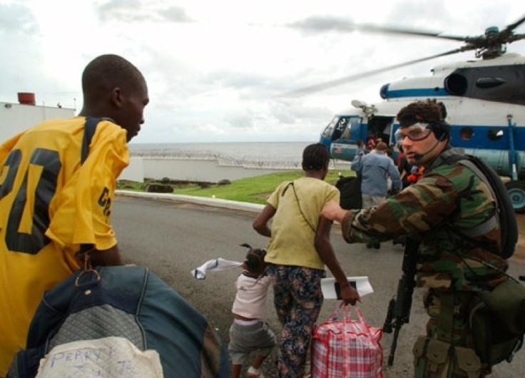 Ciudadanos estadounidenses son evacuados de Monrovia en un helicóptero ruso de una empresa contratista durante la Operación