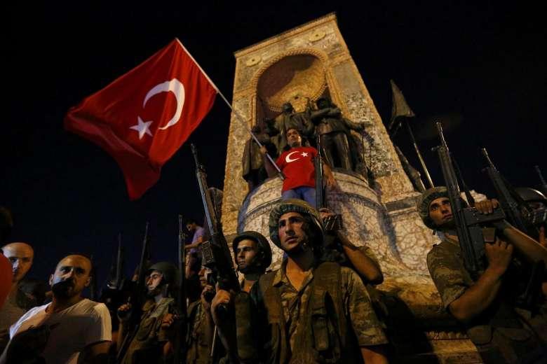 Soldados en la plaza Taksim de Estambul